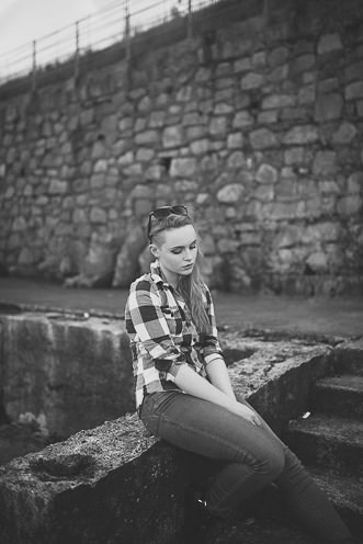 Natural outdoor portraits with megan bea tiernan in Dun Laoghaire Pier Ireland 0010